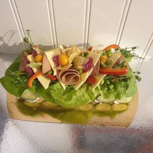 Stubbe 4-bitars vegansk smörgåstårta