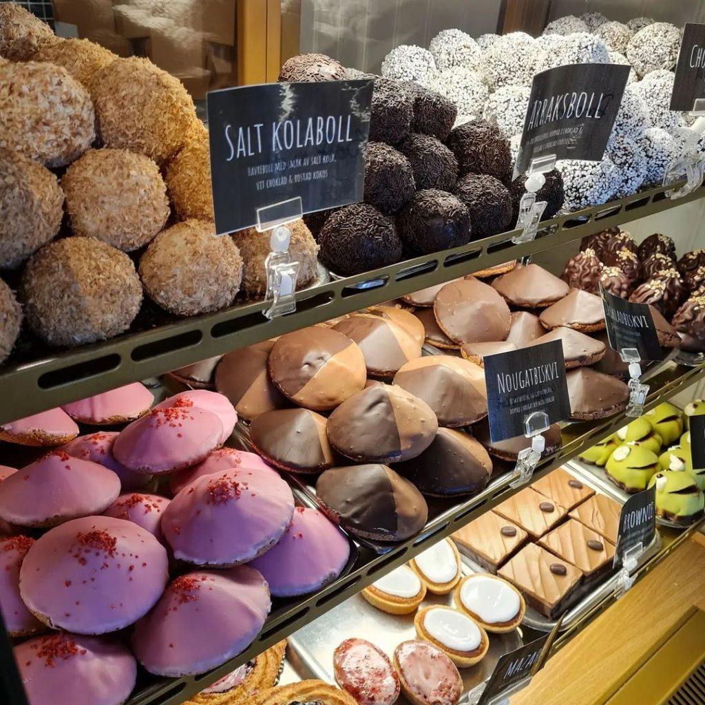 Biskvier, chokladbollar och andra bitar
